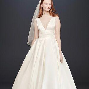 Satin Cummerbund ball gown wedding dress - size 8